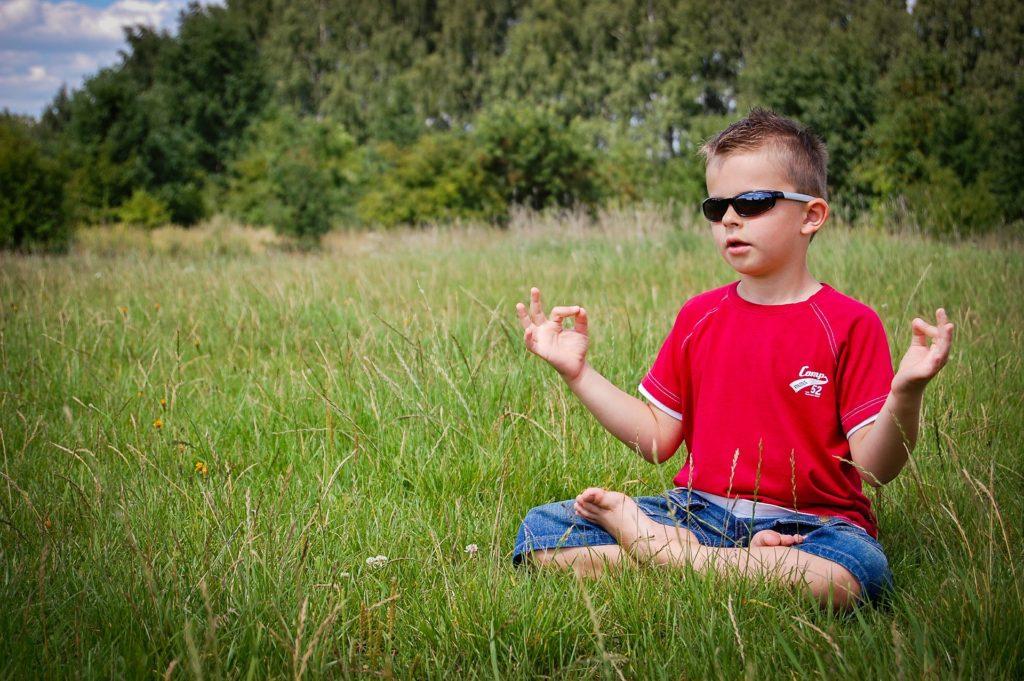 Mediterende dreng